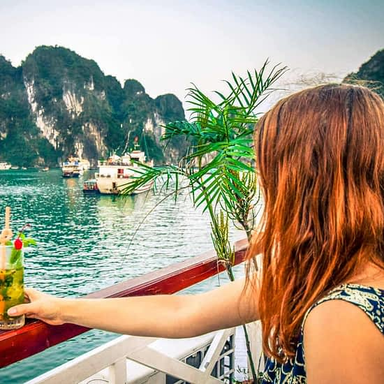 Halong Bay Cruise Tourist